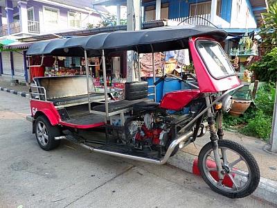 transportation in chiang mai - tuk tuk
