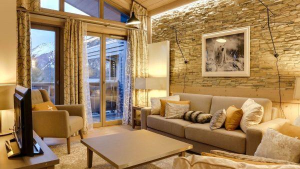 Carre Blanc 240 living room